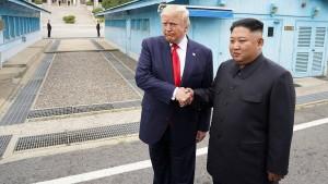 Trump überschreitet Grenze zu Nordkorea