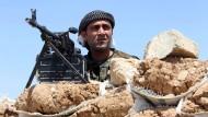 Ein kurdischer Kämpfer im Irak am Dienstag in der Nähe von Mossul