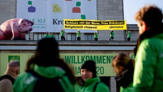 Greenpeace demonstriert für mehr Tierwohl