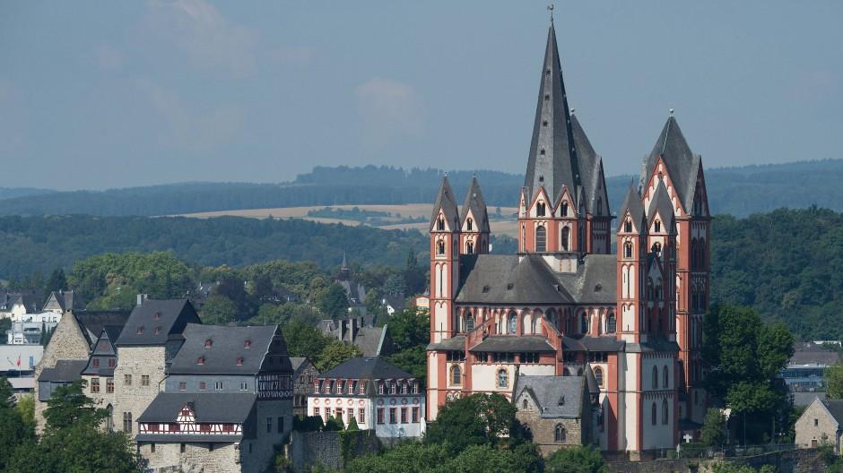 Der jetzt vorgelegte Abschlussbericht des Bistums Limburg zu einem besonders krassen Fall sexuellen Missbrauchs ist überaus bemerkenswert.
