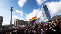 Tausende demonstrieren für Frauenrechte