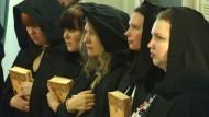Grundsätzlich für alles Höherstehende: hilfsbereite Hexen in Moskau