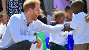 Prinz Harry reist mit Meghan und Archie nach Afrika