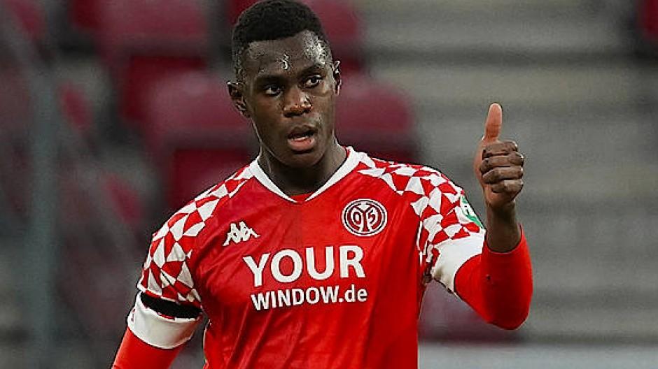 Daumen hoch: Moussa Niakhaté von Mainz 05