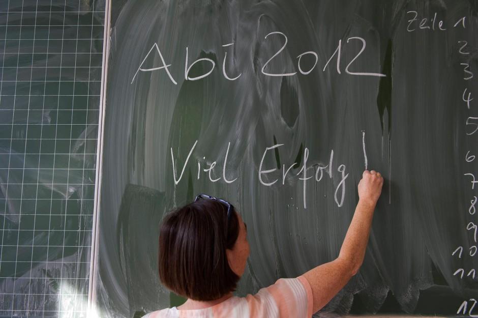 Gute Wünsche: Eine Lehrerin in München vor der schriftlichen Prüfung