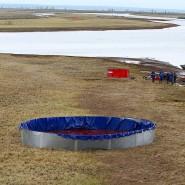 Helfer reinigen den Ambarnaja-Fluss in Sibirien vom ausgelaufenen Diesel, doch viele Schadstoffe lassen sich nicht mehr herausfischen.