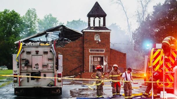 Unbekannte zünden Kirchen schwarzer Gemeinden an