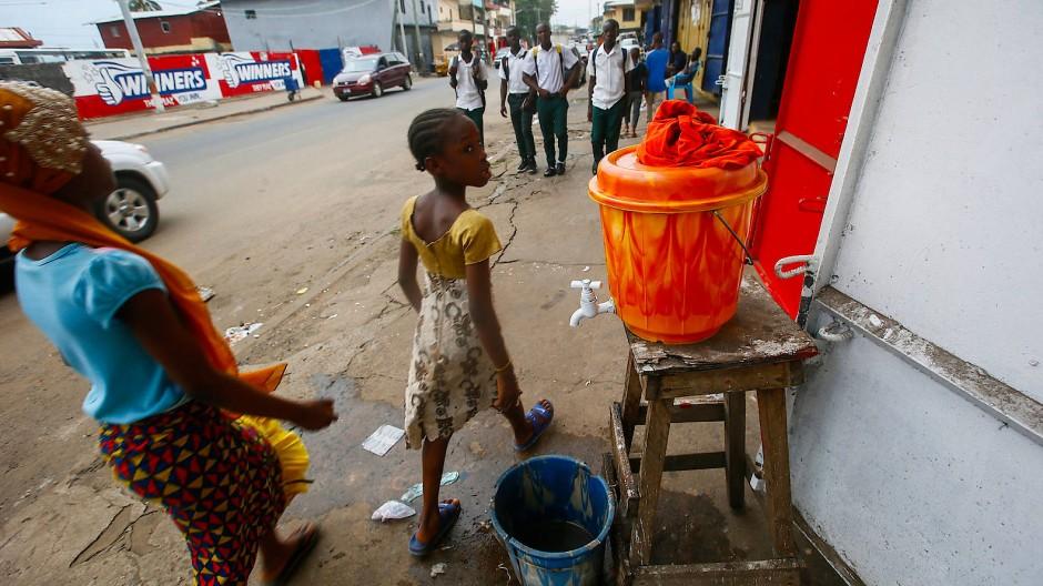 Erhöhte Wachsamkeit auch im Nachbarland Liberia