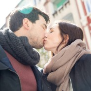 Die Glücksbalken von Menschen mit neuem Partner überragen die Werte all jener, die in Ehen oder ohne Trauschein zusammenleben.
