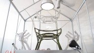 Was wächst denn da? Werner Aisslinger lässt in Mailand zur Möbelmesse einen Stuhl gedeihen.