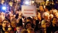Die Privathochschule CEU sieht sich gezwungen, im kommenden Jahr neue Studenten in Wien zu immatrikulieren und von zwei Standorten aus tätig zu werden.