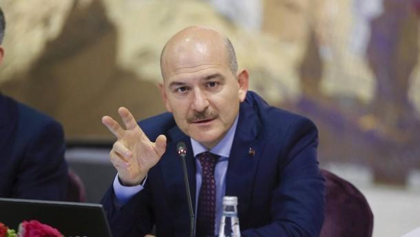 Erdogan lehnt Rücktritt seines Innenministers ab