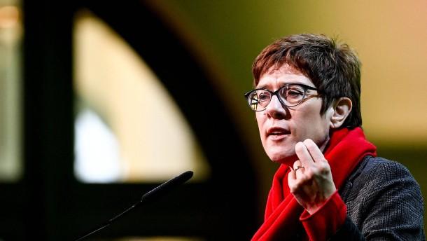 """Kramp-Karrenbauer will """"Ehe für alle"""" akzeptieren"""