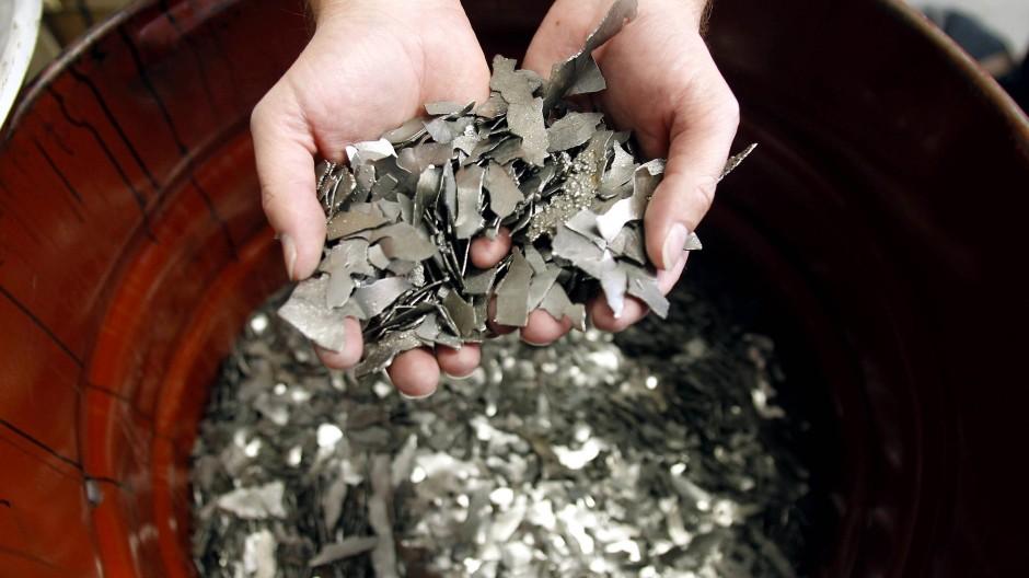 Mehr als 95 Prozent des in einem Akku enthaltenen Erdenmetalls Kobalts sind durch den Recyclingprozess zurückzuholen.