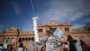 """Proteste gegen """"VIP-Impfungen"""" in Buenos Aires"""