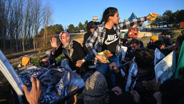 Von der Leyen reist an griechische EU-Grenze