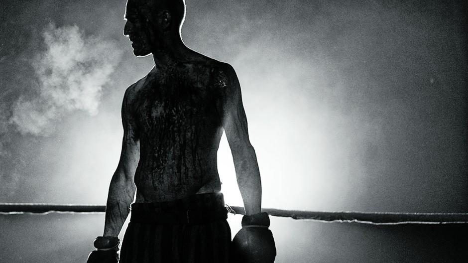 """Je weniger farbenfroh, desto drastischer wirkt die sportliche Brutalität im Kino: Schattenbild aus Barry Levinsons """"The Survivor"""""""