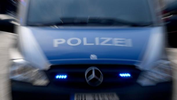 Bewaffneter Mob will Berliner Imbiss stürmen
