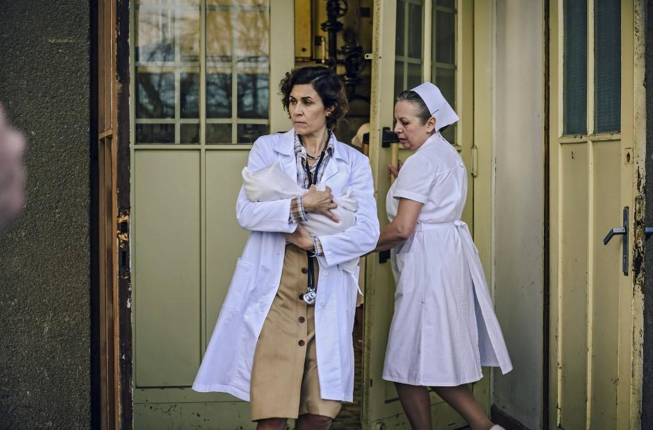 """Inge Rapoport wird in der dritten Staffel der ARD-Serie """"Charité"""" von der Schauspielerin Nina Kunzendorf dargestellt."""