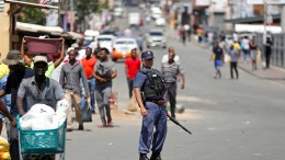 Spirituosenläden in Südafrika geplündert