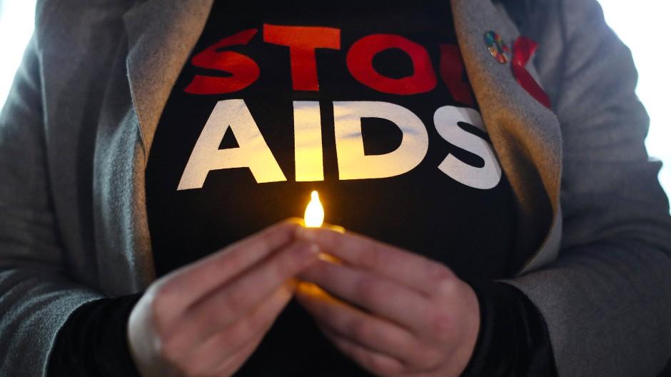 """""""Stop Aids"""": Nachtwache beim Weltaidstag 2018 in London"""