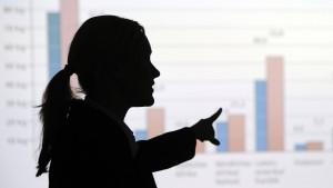 Frauen fragen selten nach dem Gehalt