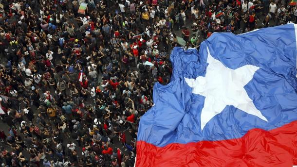 Fast eine Million Demonstranten fordert Rücktritt von Präsident Piñera