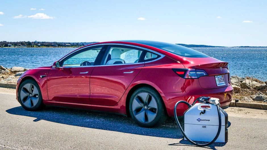 Das mobile Ladegerät für Elektroautos von Spark Charge.