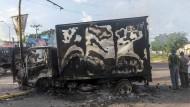 Ein ausgebrannter Lkw zeugt am Tag nach dem Straßenkämpfen in Culiacan von der Macht des Drogenkartells in Mexiko.