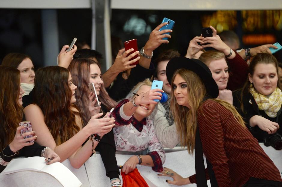 Cara als Promi: Bei den Brit-Music Awards in London