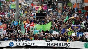 Zehntausende demonstrieren mit Greta Thunberg