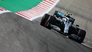 Bottas beim Qualifying auf der Eins – Vettel dahinter