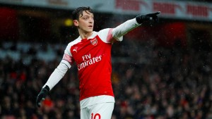 City patzt – Arsenal siegt mit Kapitän Özil