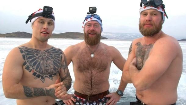 Eistaucher versenken Weihnachtsbaum in Sibirien