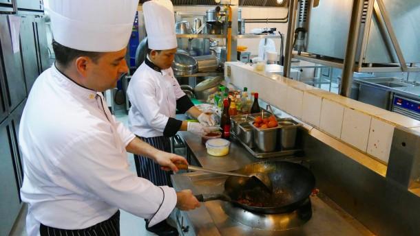 Dominik Ambros Aus Sindelfingen Ist Koch In Kambodscha