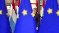 Die EU verlangt von Theresa May präzise Aussagen und schickt sie mit unverbindlichen Zusagen nach London zurück.