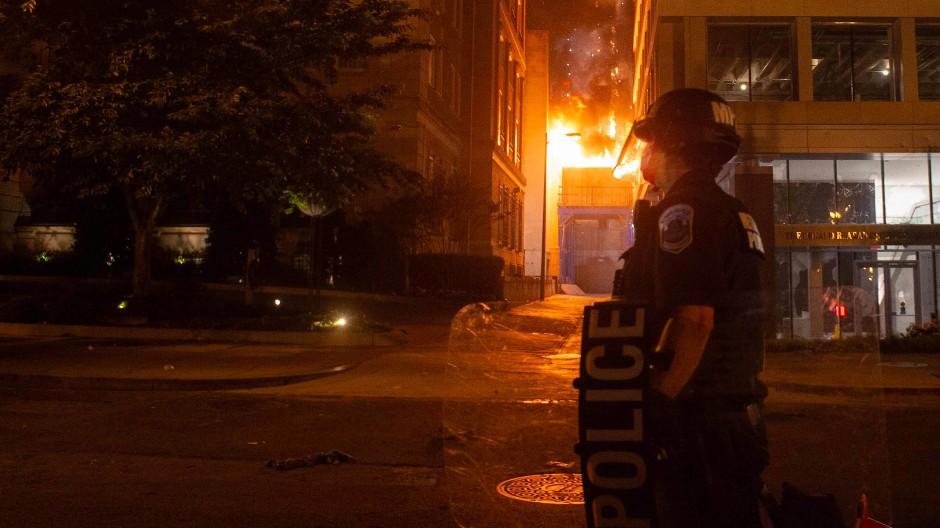 In zahlreichen Städten Amerikas kam es am fünften Tag in Folge zu Ausschreitungen