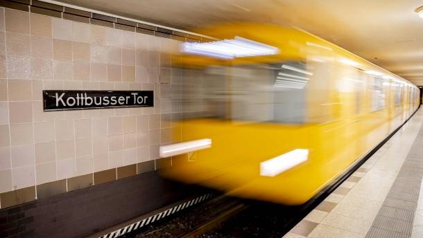 Pakete in der U-Bahn transportieren?
