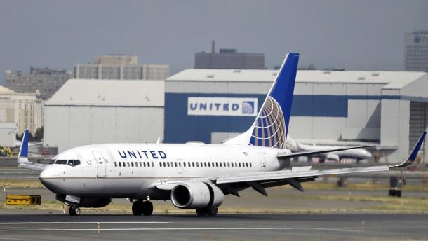 United Airlines schließt Vergleich mit rausgeworfenem Passagier