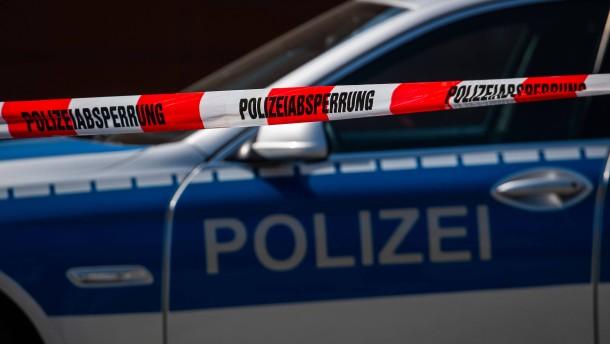 Polizei beschlagnahmt Wehrmachtsuniformen und Waffen