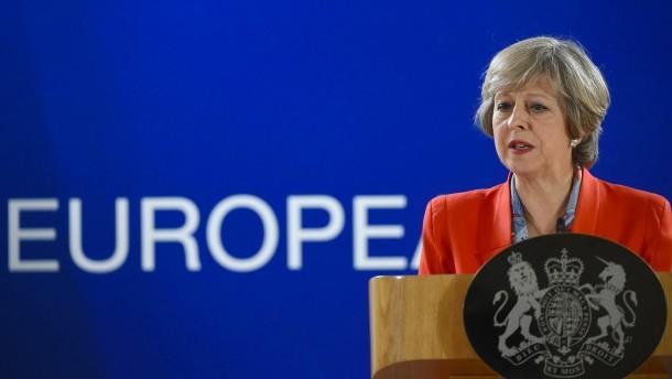"""May offenbar zu """"hartem Brexit"""" bereit"""