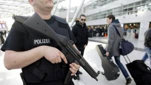 Jetzt mehr Angst vor Terror und Asylbewerbern