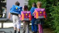 Ist ein zu schwerer Schulranzen für Rückenschmerzen bei Kindern verantwortlich?