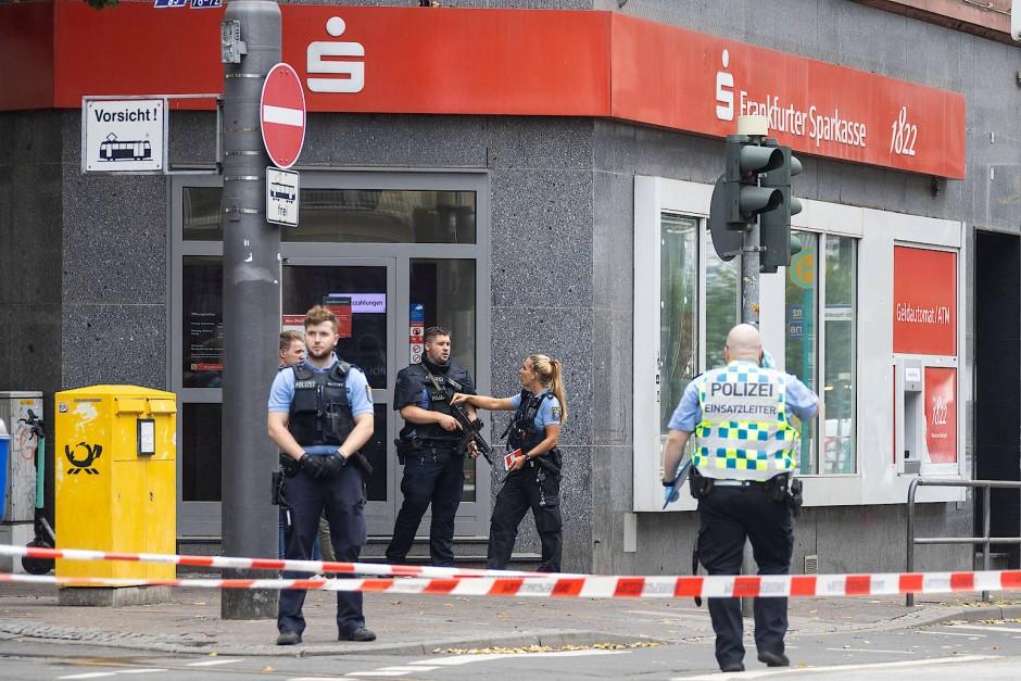 Tatort: Diese Sparkasse an der Düsseldorfer Straße hatten die Täter ausgewählt.