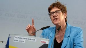 Kramp-Karrenbauer attackiert Rentenpläne der SPD