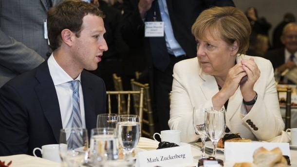 Bundesregierung soll ihre Facebook-Seiten schließen
