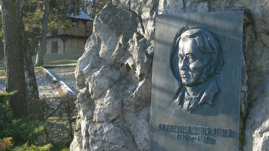 Dem größten Sohn Butzbachs, Friedrich Ludwig Weidig, ist dieser Findling gewidmet.