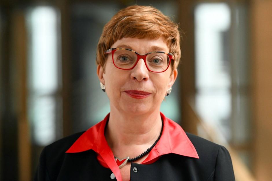 Die neue Vorsitzende des Deutschen Philologenverbands, Susanne Lin-Klitzing, gibt eine klare Antwort auf die deutsche Bildungsmisere: Mehr Lehrer!