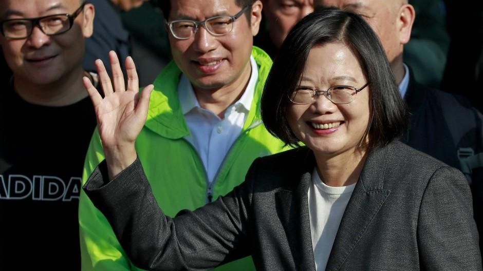 Taiwans wiedergewählte Präsidentin Tsai Ing-wen am Samstag in Taipeh, nachdem sie selbst ihre Stimme abgegeben hatte.