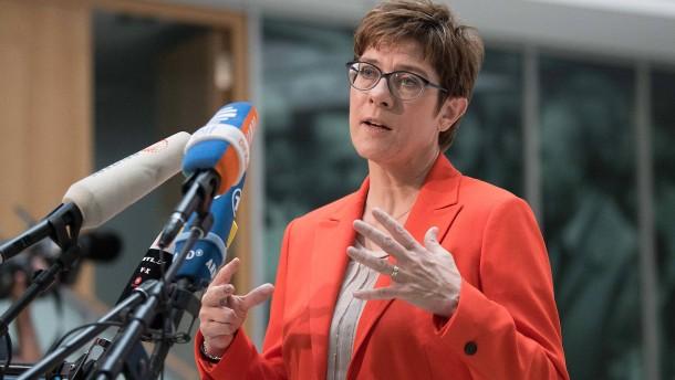 Kramp-Karrenbauer fordert Abwrackprämie für Ölheizungen